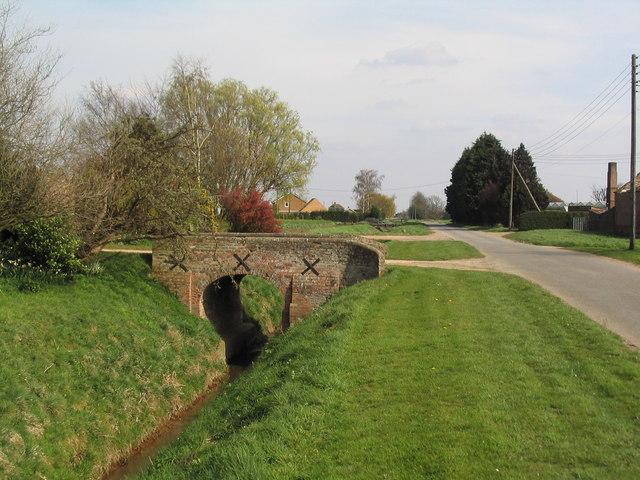Bridge to Cowbit Farm