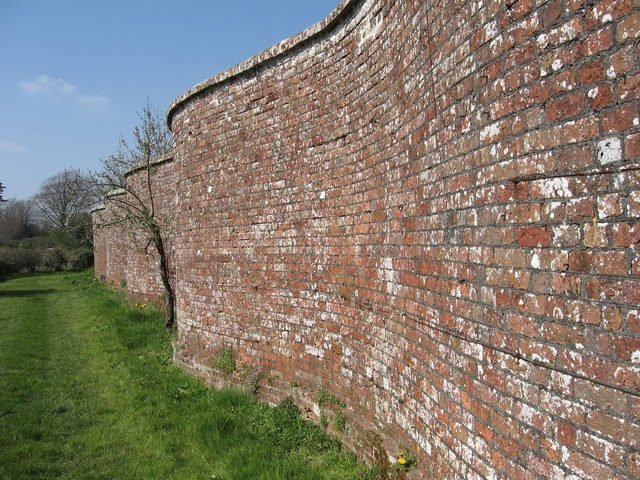 Serpentine Wall, Dean's Court, Wimborne