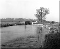 SU4366 : Benham Lock, Kennet and Avon Canal, Berkshire by Dr Neil Clifton