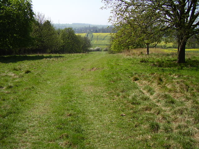Along the footpath to Little Bytham