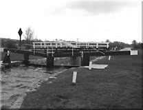 SU3268 : Hungerford Marsh Lock No 73 and Swing Bridge by Dr Neil Clifton
