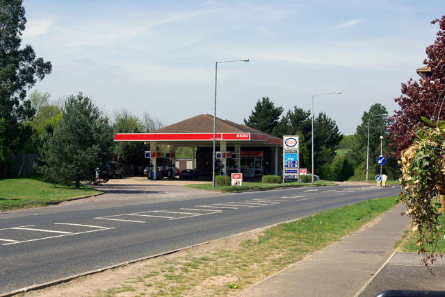 Esso filling station, Tutt Hill