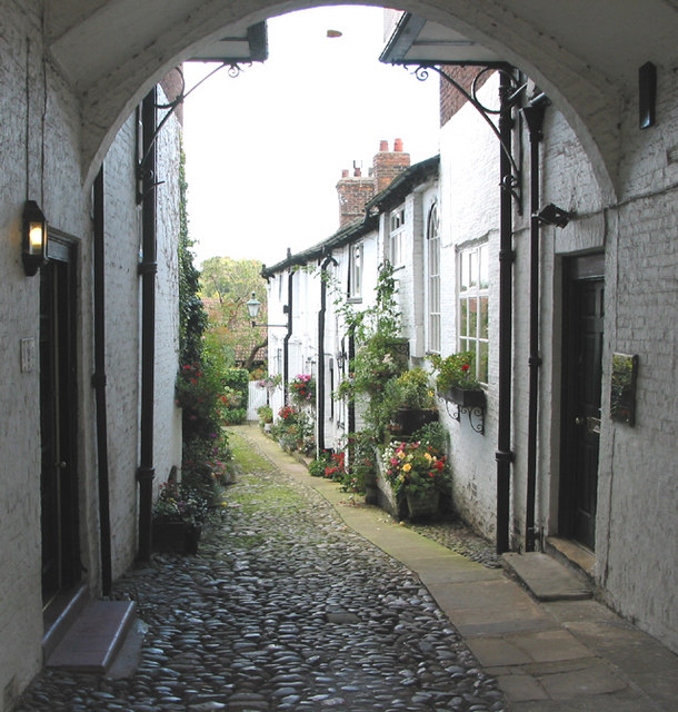 Cobbled mews Knutsford, off King Street