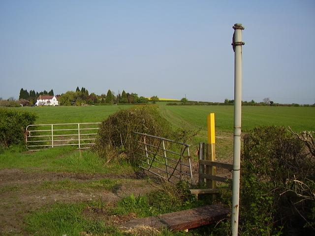 Footpath to Hoo Hills Farm