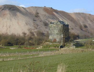 NT0974 : Niddry Castle by Chris Gunns