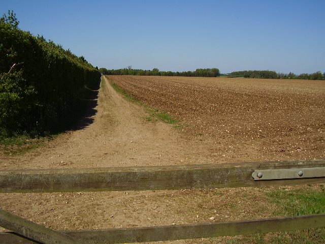 Farm track to Mere Hall from B1178