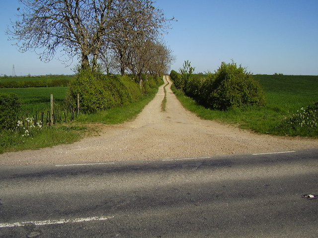 Farm track from B1188 Scopwick