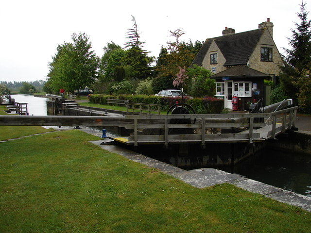 Lock Keeper's Cottage and Lock - Kings Lock near Kings Weir, Oxford