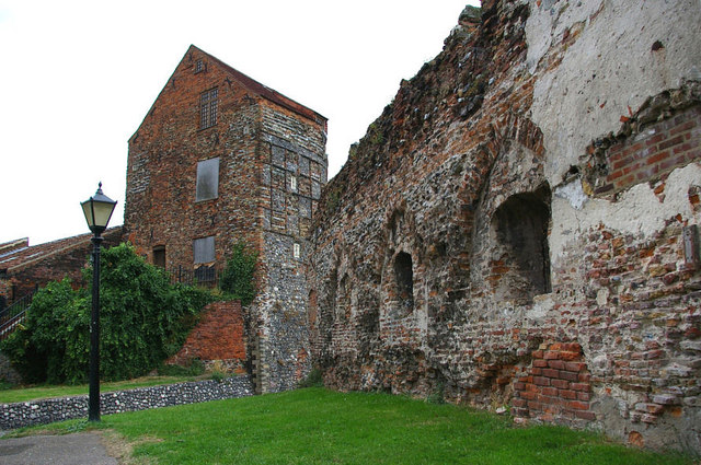 Medieval Town Wall - Great Yarmouth