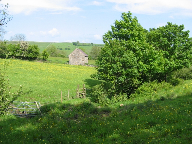 Old farm building above Kirksteads Farm