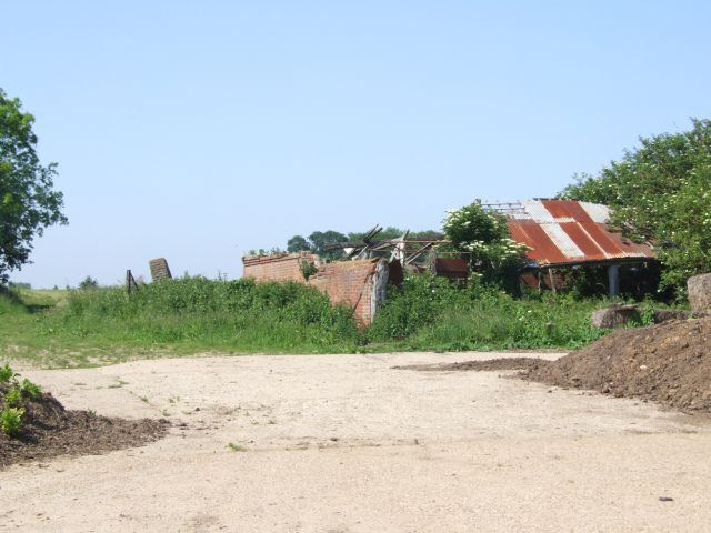 Derelict Farm Buildings on Track to Fiddler's Hill