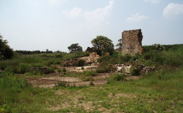 Ruins near Slapton Hill Farm