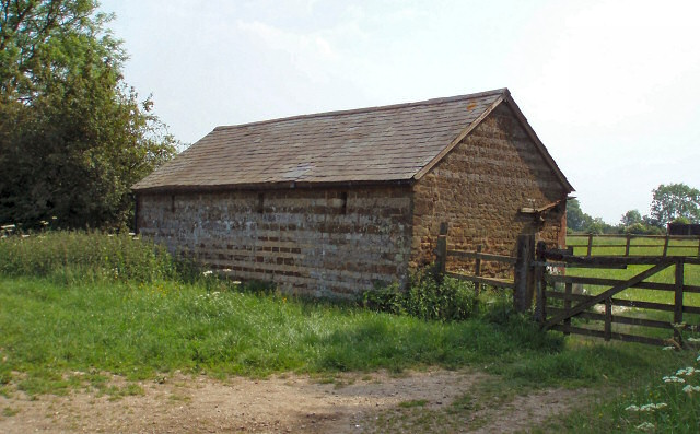 Stable near Woodend Green