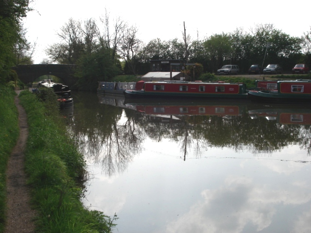 Dunhampstead canal basin and bridge