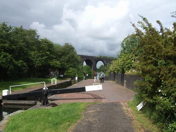 Birmingham Canal - Wolverhampton Lock 16