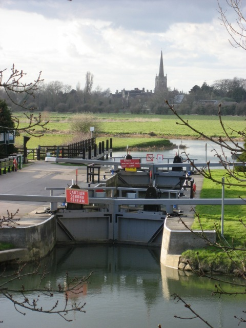 River Thames lock at St John's Bridge, Lechlade
