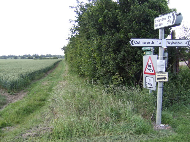 Bridleway north from Mill End