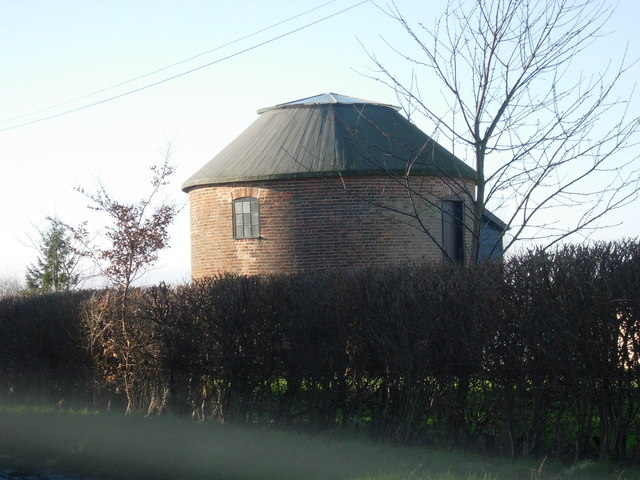 Broad Green post mill roundhouse, Wetheringsett