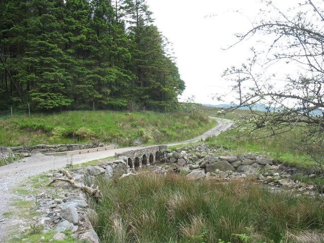 Bridge over Afon Bryn-llin-fawr carrying forestry road