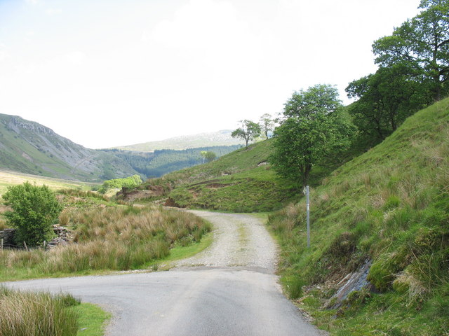 The turning into Cwm Hasgen Farm and the end of the tarred road