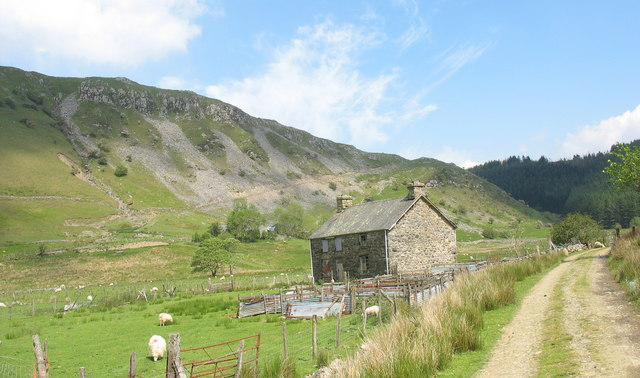 Modern sheepfold by Dol-cyn-afon Farmhouse