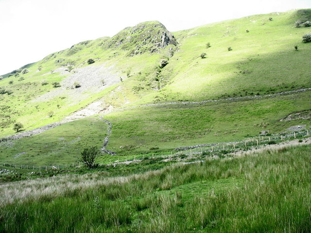 Parallel tracks on the slopes of Allt-lwyd