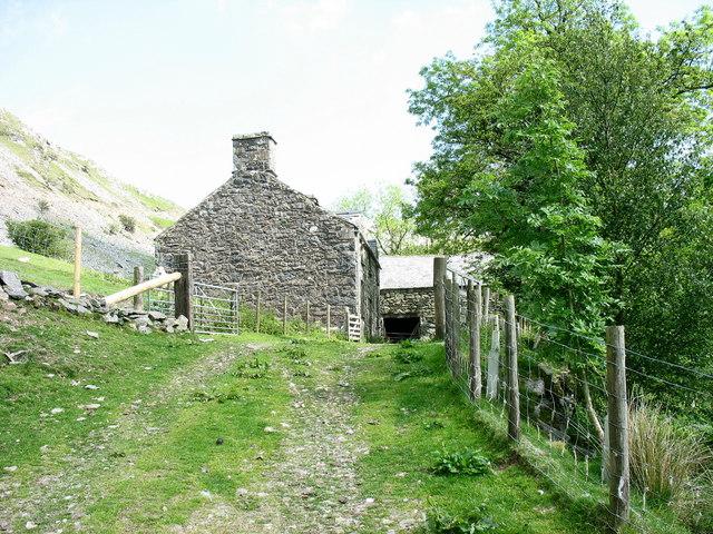 Approaching Allt-lwyd farmhouse