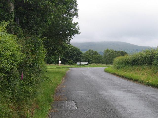Cyffordd B4342 a  A485 ger Tregaron / Junction of B4342 and A485 near Tregaron