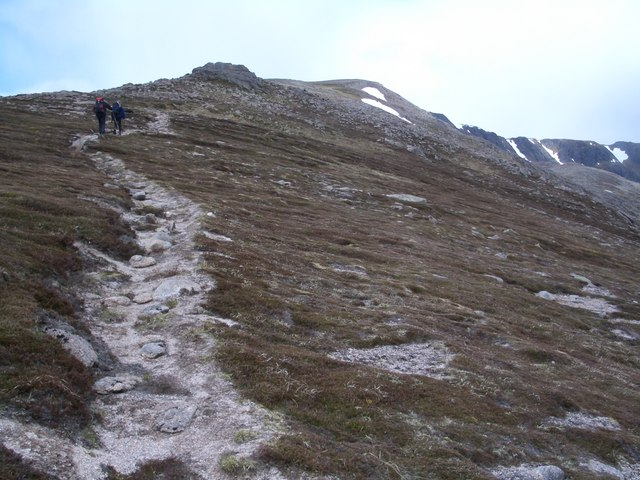 Footpath heading NW up Sron Riach
