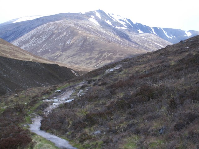 Luibeg footpath heading North