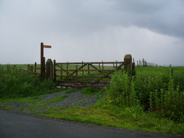 Footpath to Moorside Farm