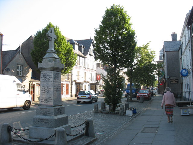 The central section of Bala High Street