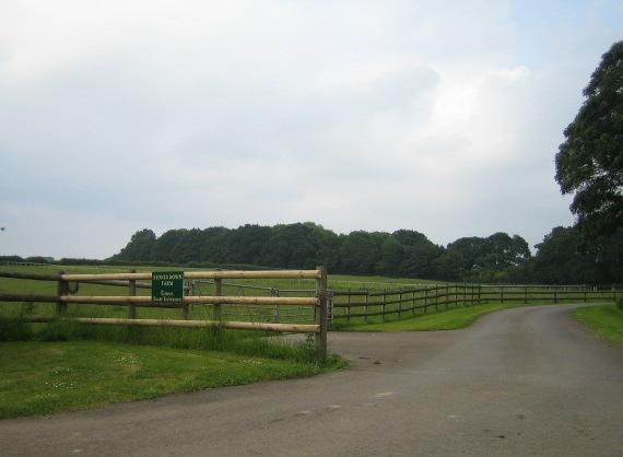 Farm entrance, Stoney Batter