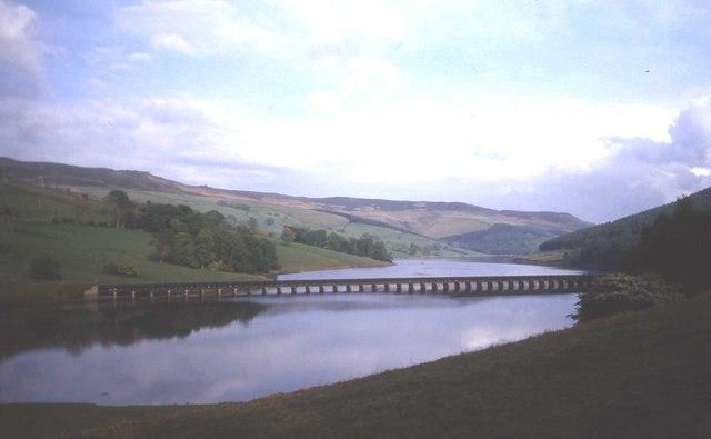 Pipeline across Ladybower reservoir