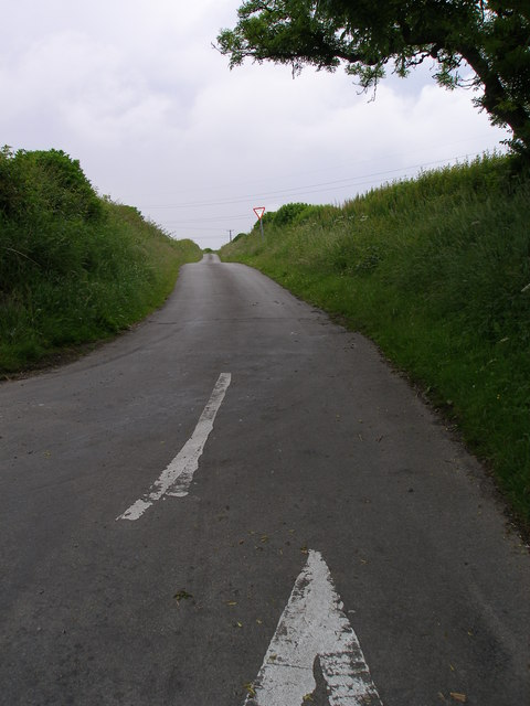 The road from High Fallowfield to High Haswell