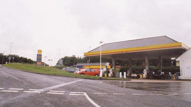 Bere Regis: garage at the end of the A31
