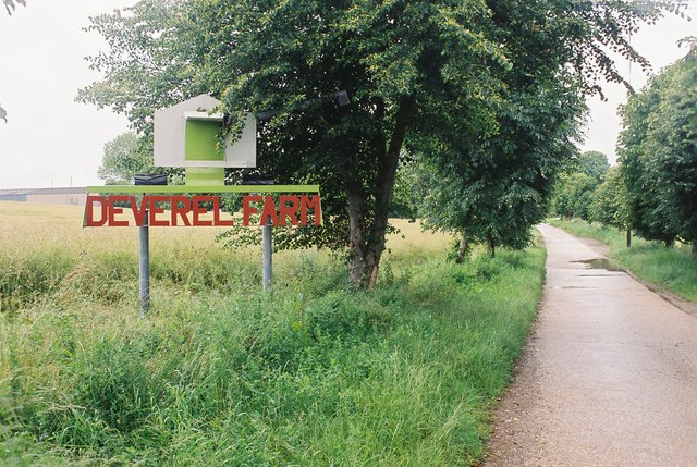 Milborne St. Andrew: entrance to Deverel Farm