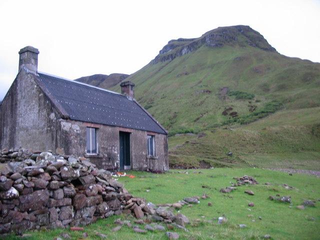 Guirdil Bothy beneath Bloodstone Hill