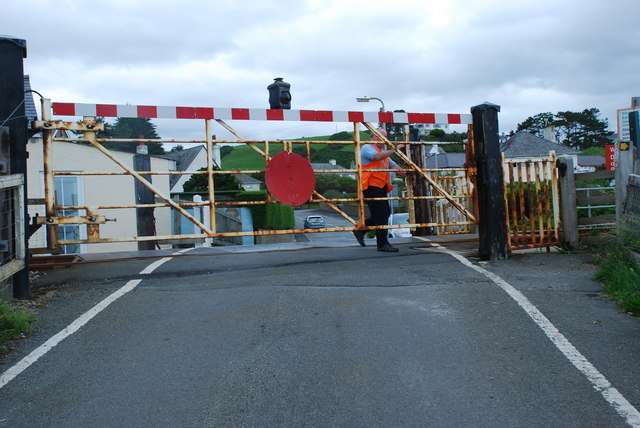 Croesfan yng Nghricieth - Level crossing in Criccieth
