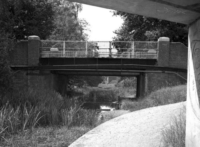 Old Pondtail Bridge, Basingstoke Canal