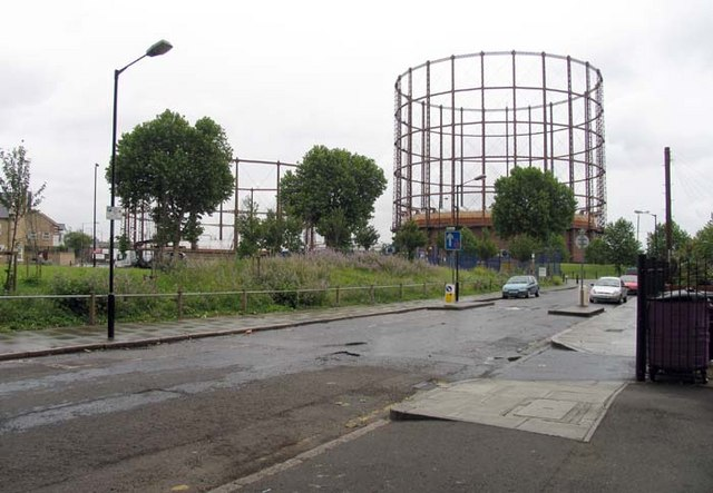 Ettrick Street towards Bromley South Gas Works