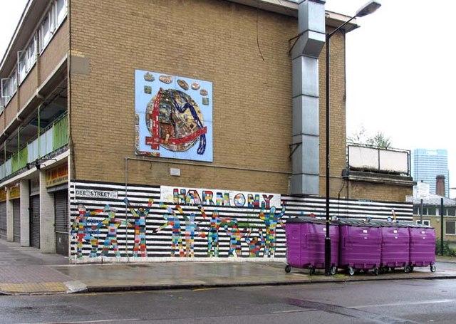 Dee Street E14 - Graffiti