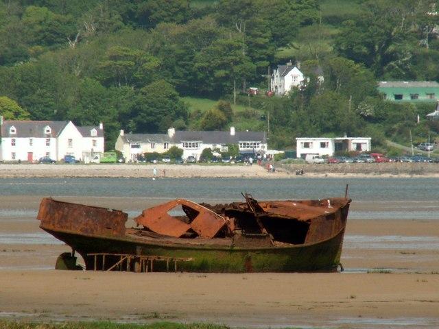 Traeth Coch wrecked tugboat