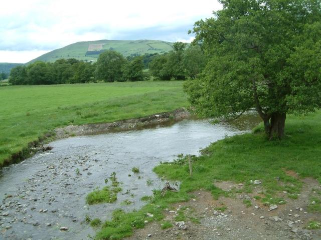 Afon Iwrch at Pont Maesmochnant