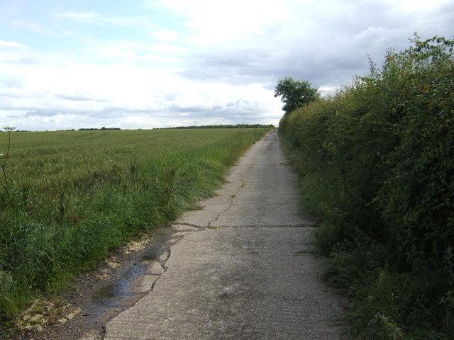 Concrete farm track to Eltisley Oak