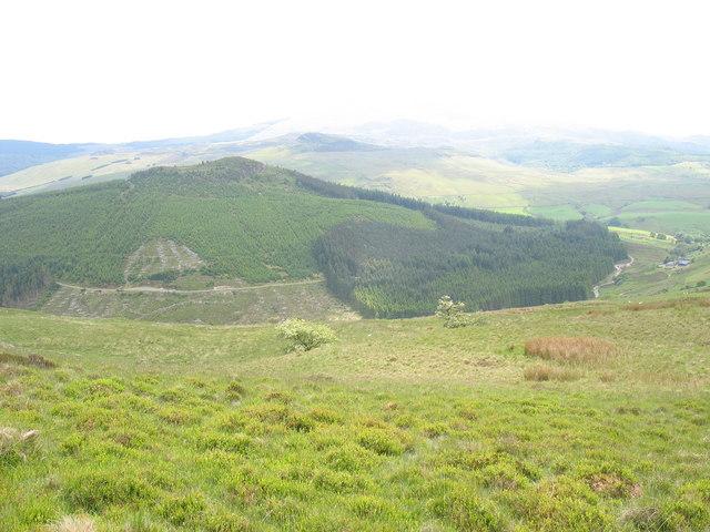 Descending into Cwm Bryn-llin-fawr
