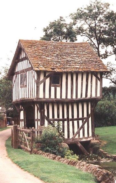 Timber framed gatehouse, Lower Brockhampton