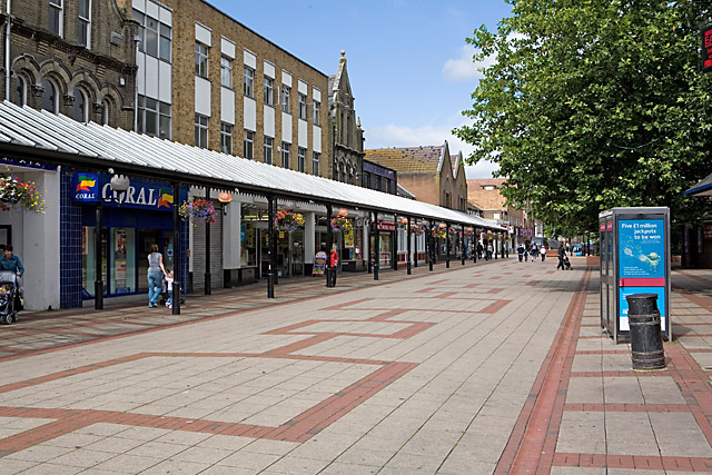 Pedestriansised section of Leigh Road, Eastleigh