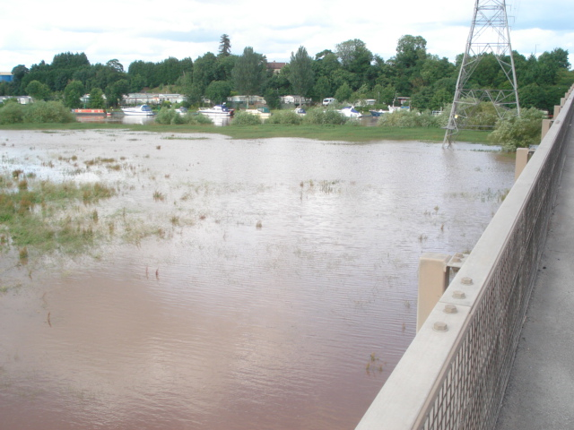 Summer floods on the Severn at the Carrington Bridge
