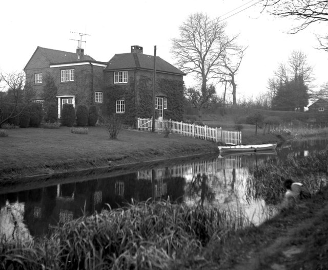 House near the Basingstoke Canal